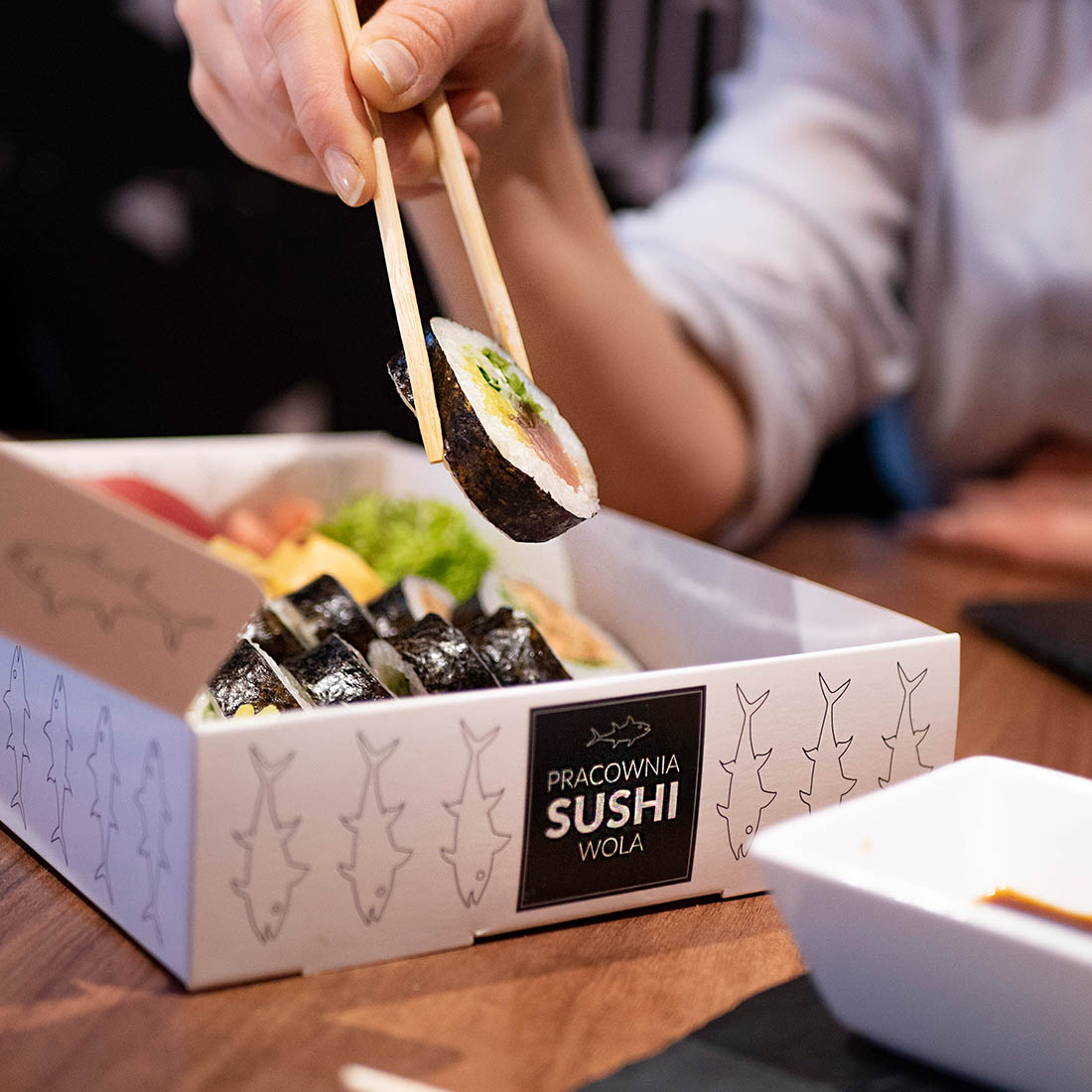 Thanks to the window in the paper box for sushi, you can easily display the food served.