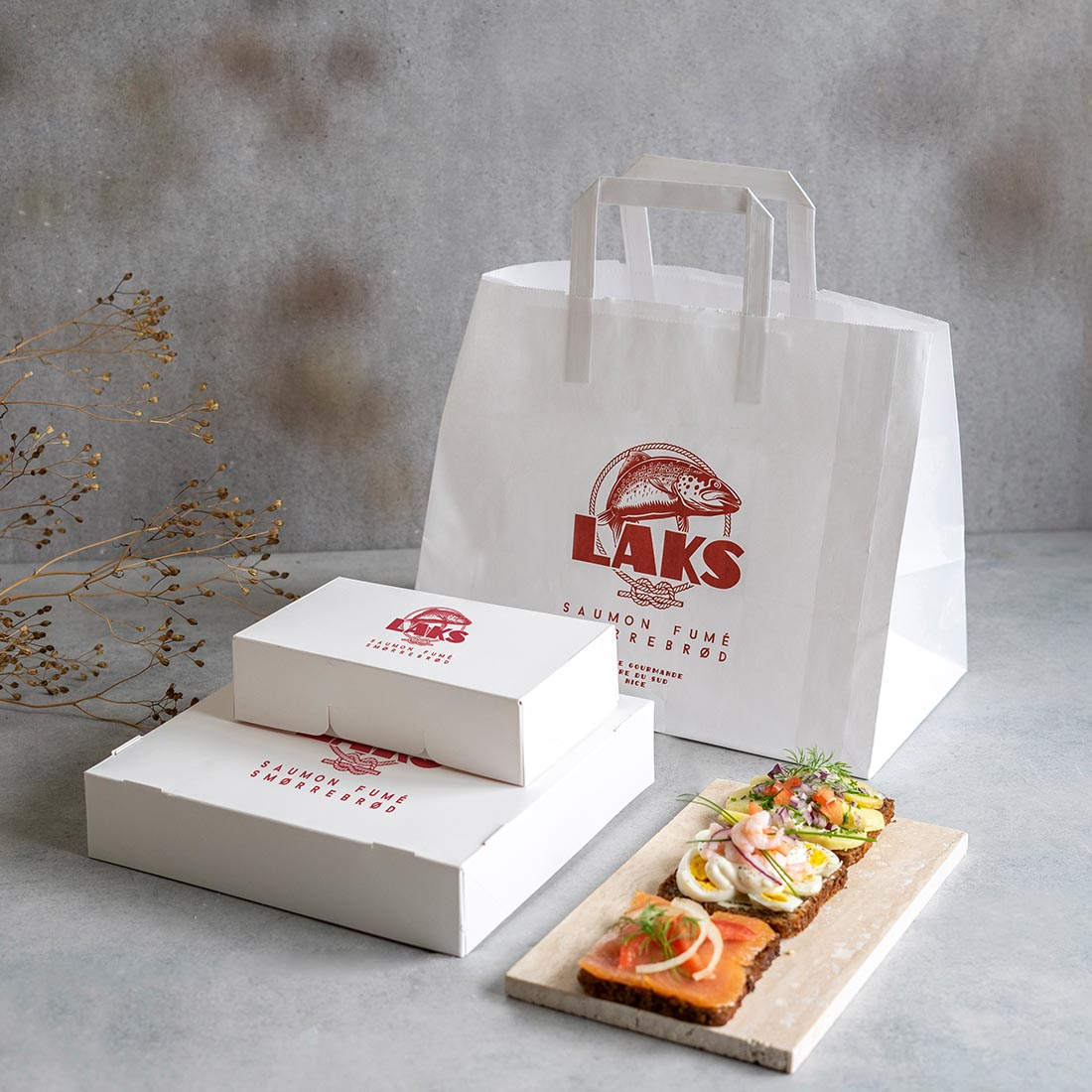 A complete set of paper packaging creates a coherent image of the Laks brand.